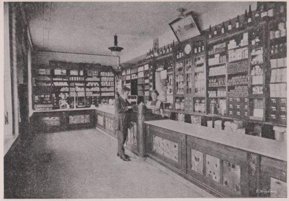 08_Geschäftsbericht 1911 bis 1912 der Konsumgenossenschaft zu Nürnberg-Fürth_Nürnberg 1912_p33_Verkaufsraum_Verkäuferinnen