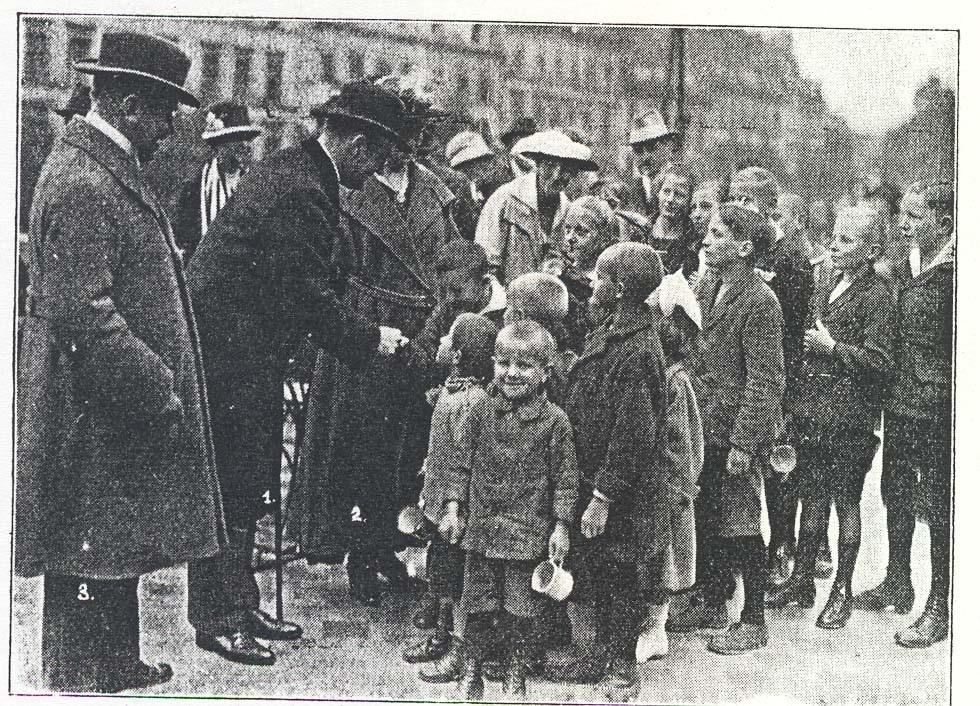 03_Henriques_Hg_1926_p110_Quäker und Kinder in Berlin 1920