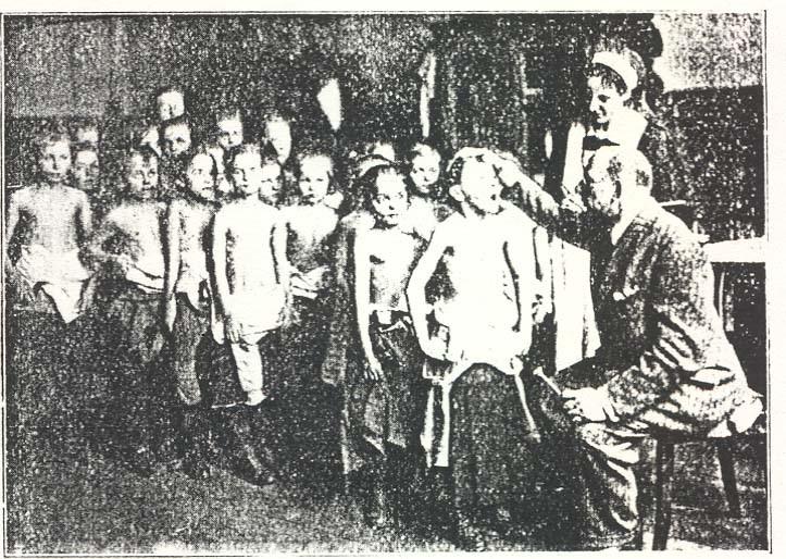 05_Henriques_Hg_1926_p75_Ärztliche Untersuchung Speisungsbedürftiger 1920