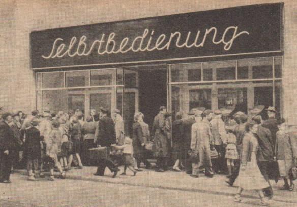 08_Der Handel_06_1956_H13_p07_DDR_Einzelhandel_Selbstbedienung_Konsumgenossenschaften_Halle-S_Schaufenster