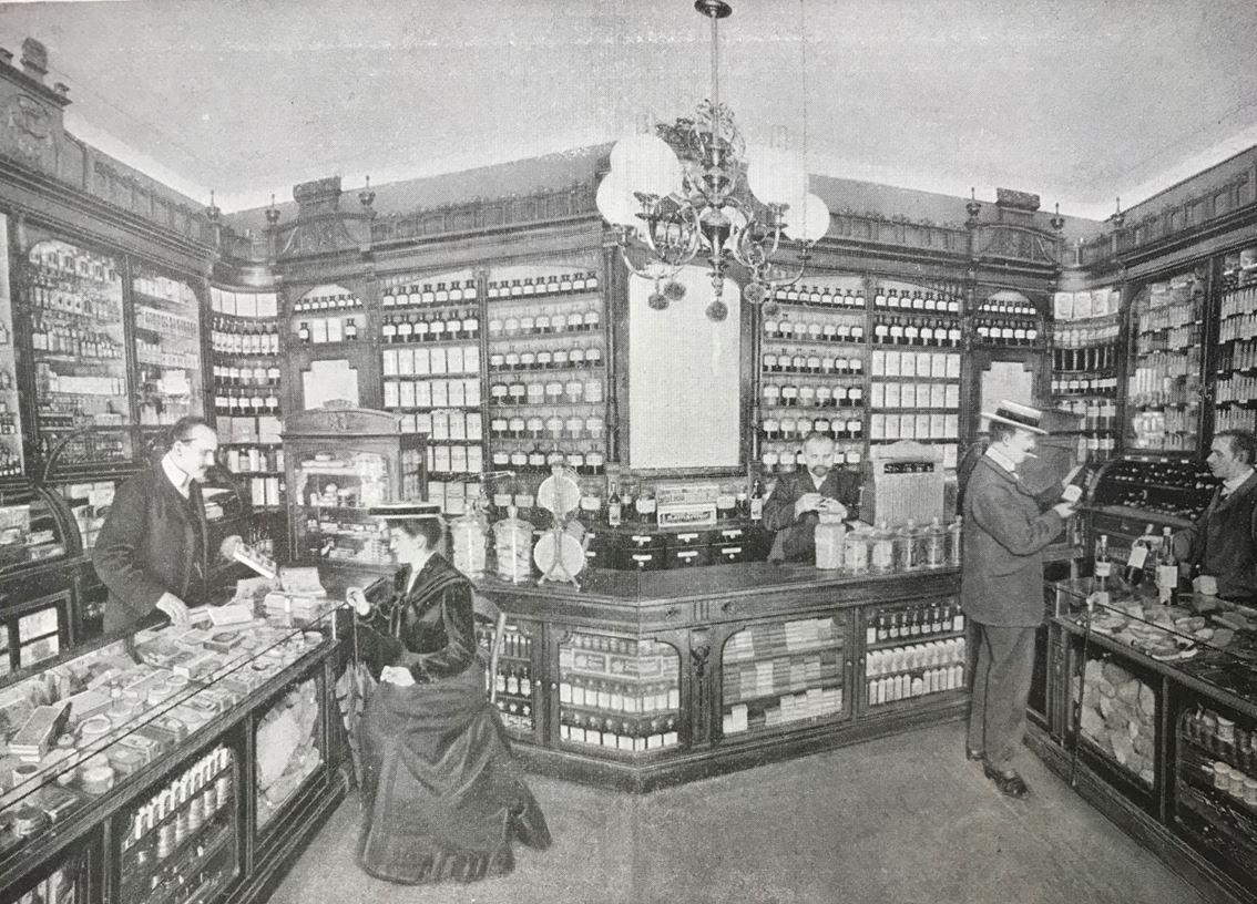 09_Destillation_1903_sp_Max-Noa_Berlin_Drogerie_Verkaufsstaette_Essenzen