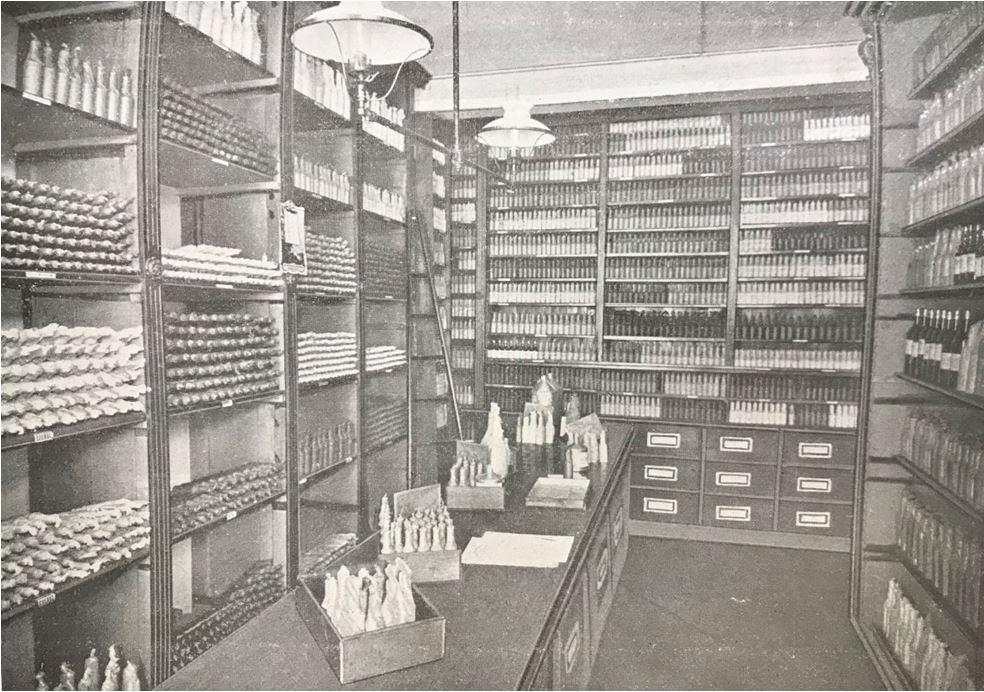 14_Destillation_1903_sp_Max-Noa_Essenzen_Lagerraum_Verpackungen_Selbstbereitung_DIY