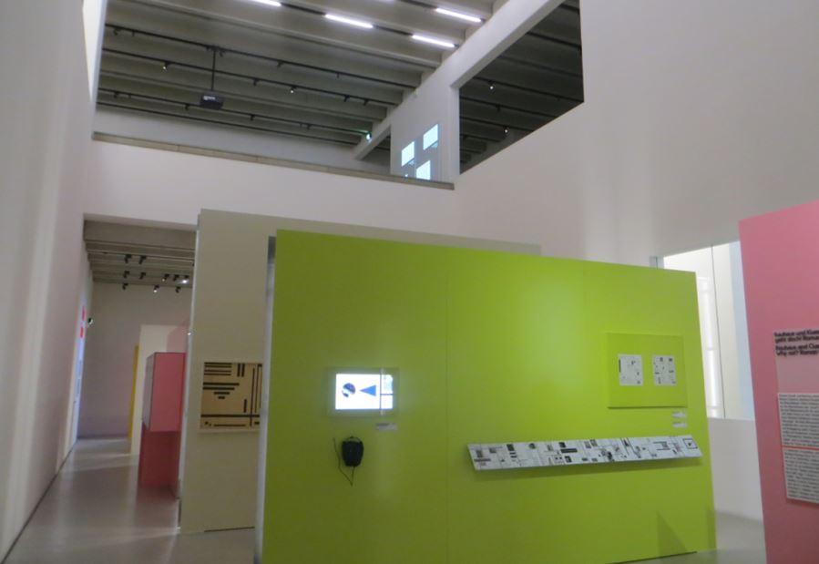 09_Uwe-Spiekermann_Bauhausmuseum_Weimar_Ausstellungsraum_Zwischenwände