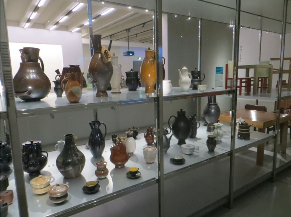 11_Uwe-Spiekermann_Bauhausmuseum_Weimar_Keramik_Moebel