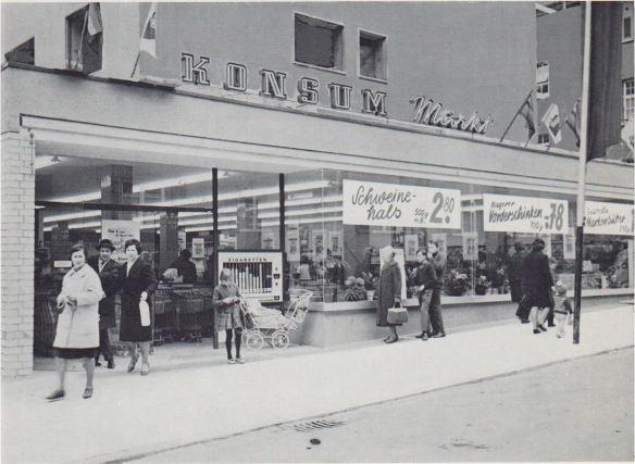 24_Hasselmann_1965_p091_Konsumgenossenschaften_Schaufenster_Fleisch_Lockware_Werbung_Esslingen_Supermarkt